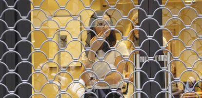 Imagen de una tienda cerrada en Terrasa.
