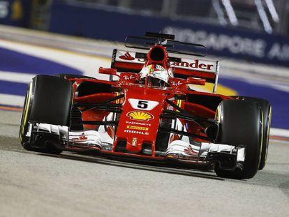Sebastian Vettel, en el circuito urbano de Marina Bay del GP de Singapur