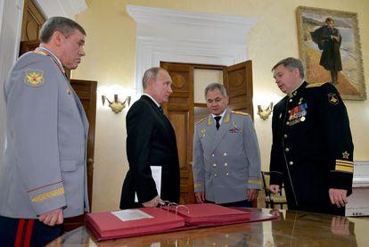 El presidente de Rusia, Vladímir Putin, junto a la cúpula militar en la celebración del Día del Oficial de Inteligencia Militar, en noviembre de 2018 en Moscú.