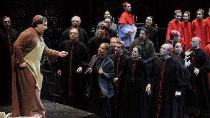 Una representación de la 'Tosca' de Puccini y Miguel Ángel Gómez Martínez dirigida por Paco Azorín.