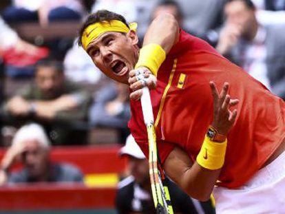 El número uno reaparece con una victoria sobre Kohlschreiber (6-2, 6-2 y 6-3) e iguala la serie entre España y Alemania (1-1), convirtiéndose en el tenista con más triunfos consecutivos (23) de la Davis
