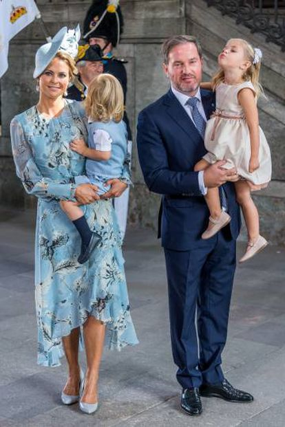Magdalena de Suecia junto a su marido Chris O'Neill y sus dos hijos.