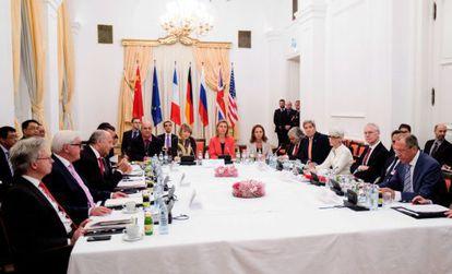 Imagen de la mesa negociadora en Viena.