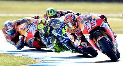 Márquez, con Rossi detrás, en la carrera del GP de Australia.