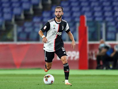 Pjanic, durante un partido de la Juventus de la temporada 2019-2020.