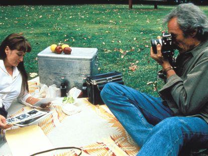 Los actores Clint Eastwood y Meryl Streep en una escena de la película 'Los puentes de Madison'.