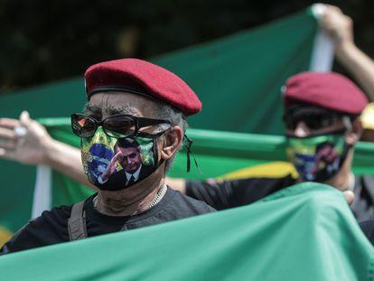 Seguidores del presidente Jair Bolsonaro en una concentración en apoyo a su Gobierno este miércoles en Río de Janeiro.
