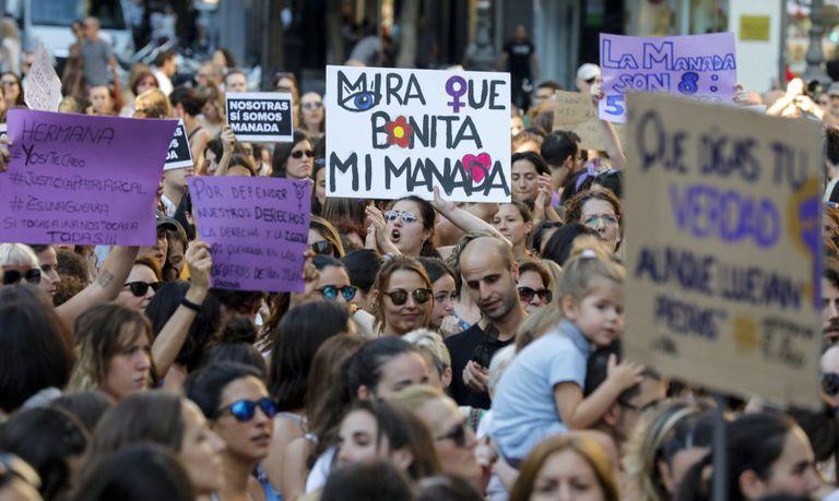 Manifestación en Valencia contra la decisión de la Audiencia de Navarra de dejar en libertad a los miembros de La Manada, en junio de 2018.