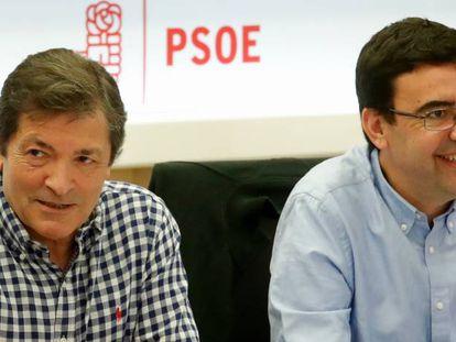 Javier Fernández (i) junto a Mario Jiménez.