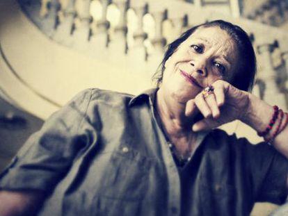 La actriz Terele Pávez, en la escalera del Círculo de Bellas Artes.