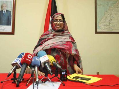 Jira Bulahi, representante del Frente Polisario en España, durante la rueda de prensa. En vídeo, el Frente Polisario ve desafortunada la alerta sobre el riesgo en el Sáhara.