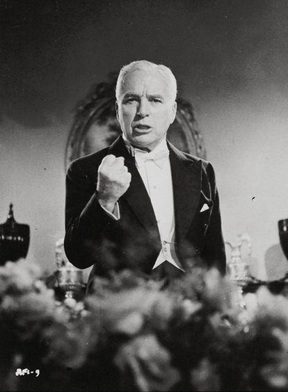Chaplin, autor de uno de los textos incluidos, cuenta cómo escapó de la temible caza de brujas.