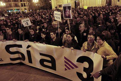 Multitudinaria concentración contra el cierre de los repetidores de TV-3 en Valencia.