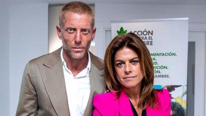 """Lapo Elkann y Joana Lemos en la presentación de la campaña """"No nos Rendiremos"""", el 24 de junio de 2020 en Madrid."""