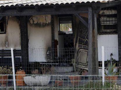 Estado de la casa tras el incendio de El Palmar, en Vejer.