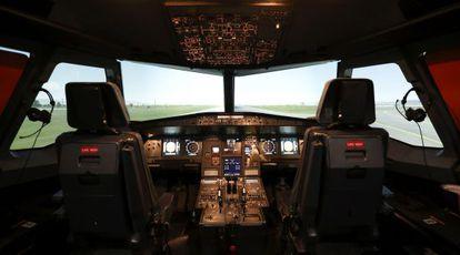 Cabina de un A320 en un simulador de vuelo.