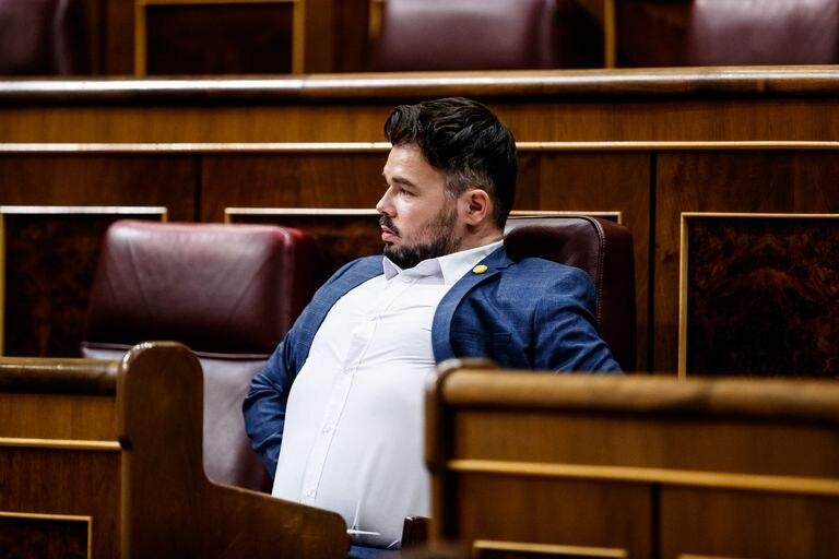 El portavoz de ERC, Gabriel Rufián, ayer, en su escaño durante la sesión del Congreso