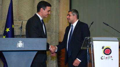 Pedro Sánchez, presidente del Gobierno, y Zurab Pololikashvili, secretario general de la OMT, el 22 de enero de 2019 en Madrid.