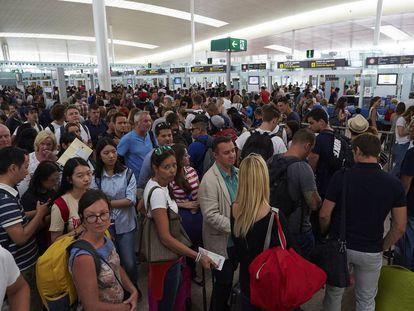Colas en los controles de seguridad del Aeropuerto de Barcelona-El Prat.