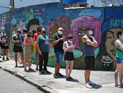 Cola este domingo en Río para votar en las elecciones municipales.