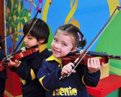 El violín forma parte del método de educación innovadora de Preescolar Talento