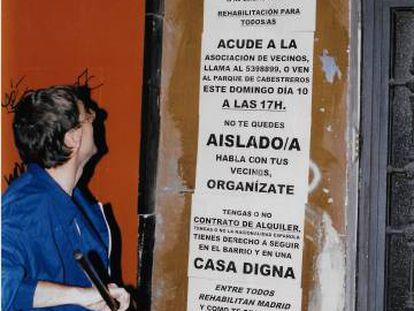 Campaña informativa sobre la rehabilitación del barrio, en 1998.