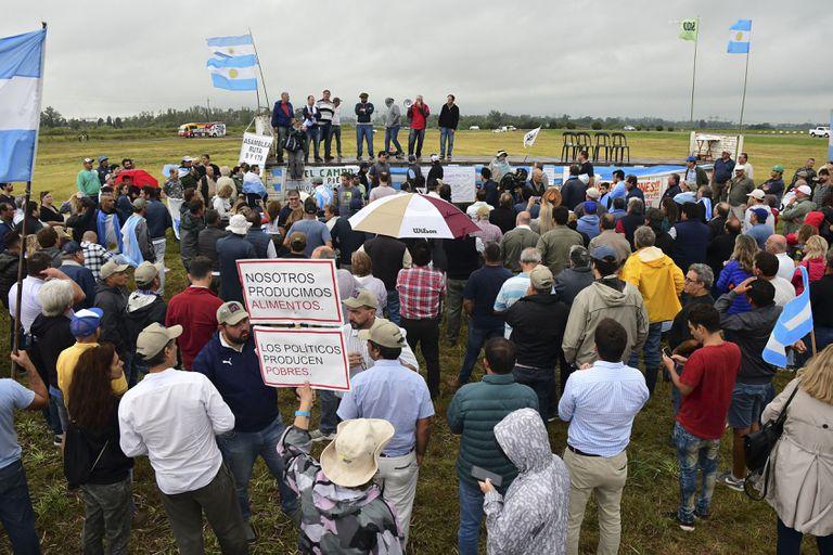 Productores agropecuarios argentinos protestan contra la subida del impuesto a la exportación de soja