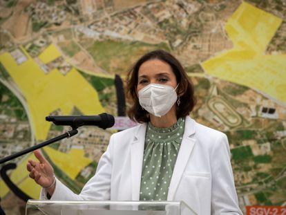 Reyes Maroto, ministra de Industria, Comercio y Turismo, este jueves en Dos Hermanas (Sevilla).