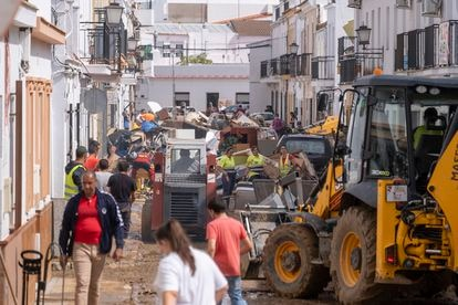 Los vecinos de Lepe afectados por las lluvias e inundaciones de este jueves.