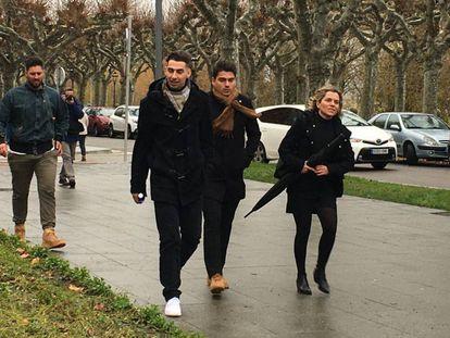 De izquierda a derecha, Víctor Rodríguez, Carlos Cuadrado y Raúl Calvo, a su llegada a la Audiencia de Burgos el pasado jueves.