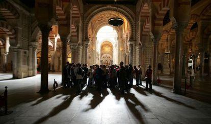 Visitantes en la Mezquita de Córdoba.