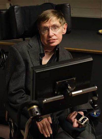 El profesor Hawking, en su despacho del Centro de Matemática Aplicada de Cambridge.