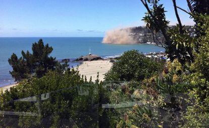 Desprendimiento de rocas en la ciudad de Christchurch momentos después del terremoto.
