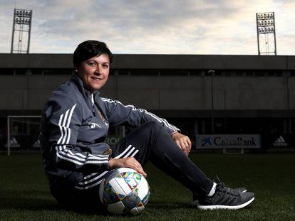 Toña Is, seleccionadora de la sub-17, en la Ciudad del Fútbol de las Rozas antes de poner rumbo al Mundial de Uruguay.