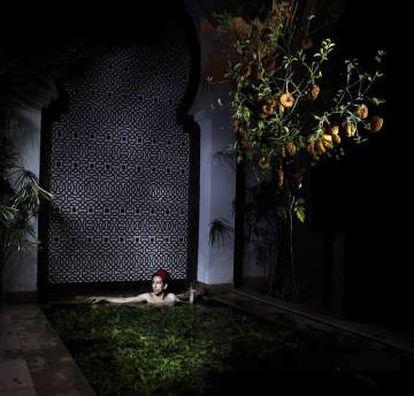 Imagen de la exposición 'Interior-noche', de Amine Oulmakki, exhibida en Tánger.