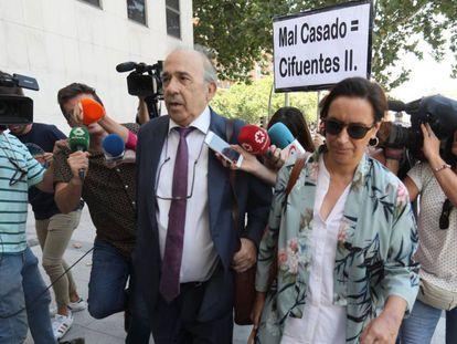 Enrique Álvarez Conde, principal implicado en la trama, a su llegada a los juzgados este jueves.