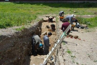 El equipo arqueológico de Al-Bunayya (Algeciras), en las última campaña de excavaciones.