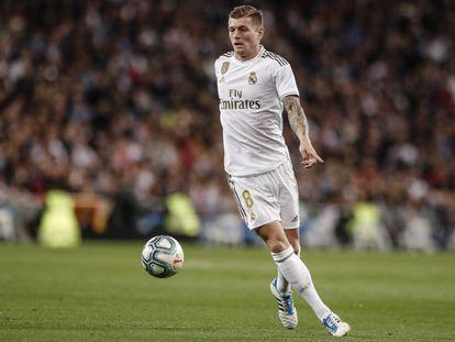 Kroos controla la pelota durante un partido del Madrid esta temporada.