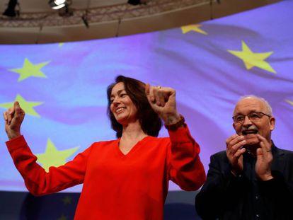 Los candidatos de la socialdemocracia alemana para las elecciones europeas, Katarina Barley y Udo Bullmann, durante el cónclave para aprobar el programa electoral el sábado en Berlín.