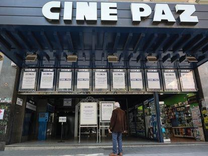 El cine Paz de Madrid, tras el anuncio de su cierre temporal, este martes.