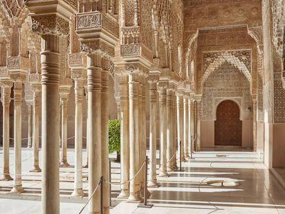 Patio de los Leones de la Alhambra de Granada.