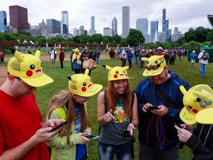 Participantes en un festival de Pokemon GO en Chicago, en 2019.