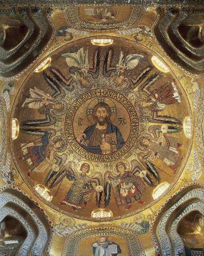 Pantocrator: mosaico en el techo de la Iglesia Palatina, data del sigo XII.