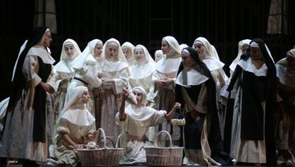 Un plano general del montaje de Suor Angelica en el Real