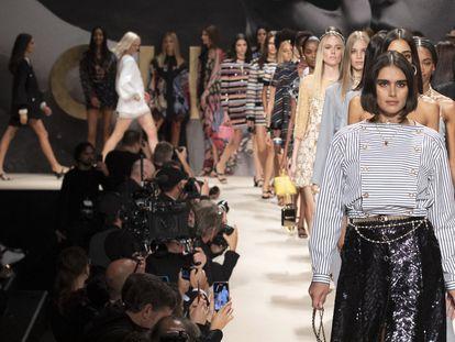 Un momento del desfile de Chanel primavera/verano 2022 durante la semana de la moda de París, el 5 de octubre de 2021.
