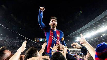 Messi festeja la victoria frente al PSG en los cuartos de final de la Champions 2017.