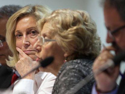 La delegada del Gobierno, Concepción Dancuasa, con la alcaldesa de Madrid, Manuela Carmena.