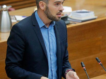 El portavoz de Compromís, Fran Ferri, durante su intervención en el debate de política general en las Cortes Valencianas.