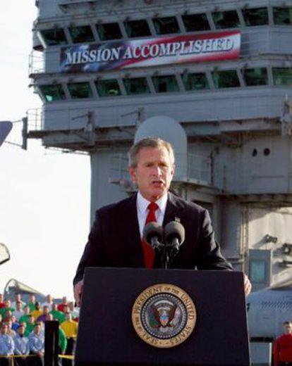 Bush, durante su discurso en el 'USS Lincoln' el 1 de mayo de 2003