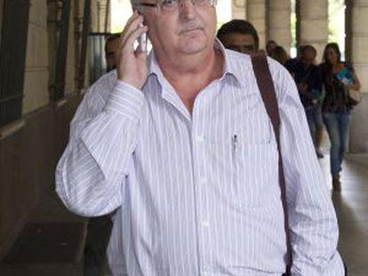 El exconsejero Antonio Fernández, en los juzgados de Sevilla.